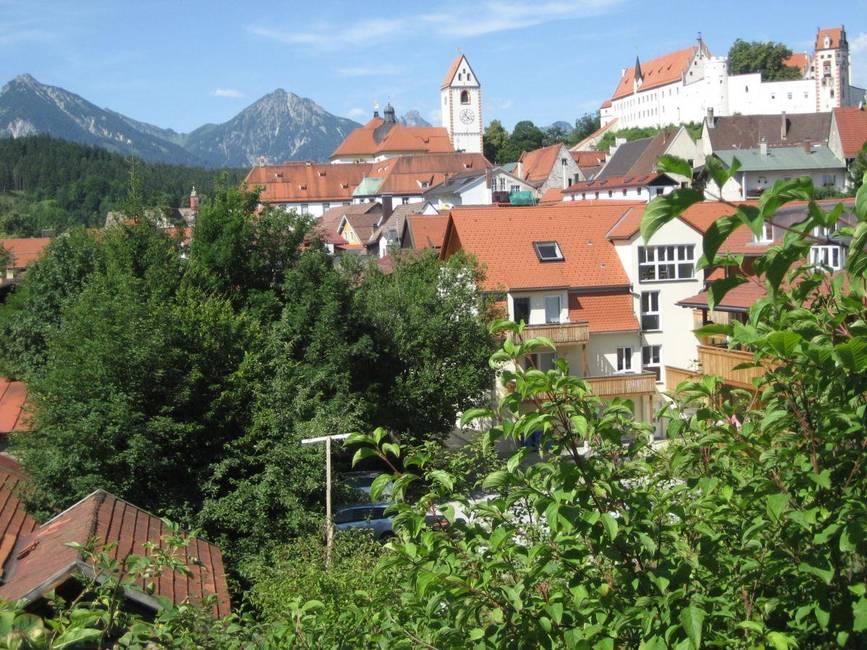 blick-ueber-die-altstadtdaecher-zum-hohen-schloss
