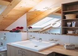 Badezimmer mit etlichen Extras