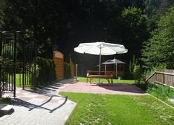 Terrasse und Liegewiese