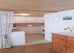 Wohnraum mit angrenzender Küche