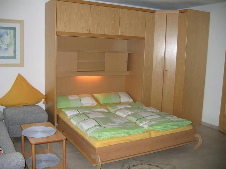 Fewo 3 Schrankbetten im Wohnzimmer