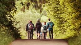Wanderer im Wald bei den 24 Stunden von Bayern 2013 in Füssen im Allgäu