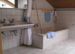 Bad mit Doppelwaschbecken