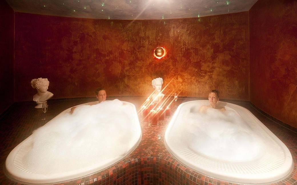 Wellnessbereich Schlosstherme Whirlpool