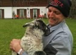 Jungbauer Tobias mit Schaf