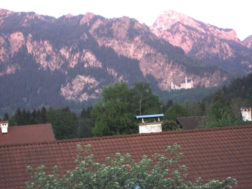 balkonausblick-auf-tegelberg-und-schloss-neuschwan