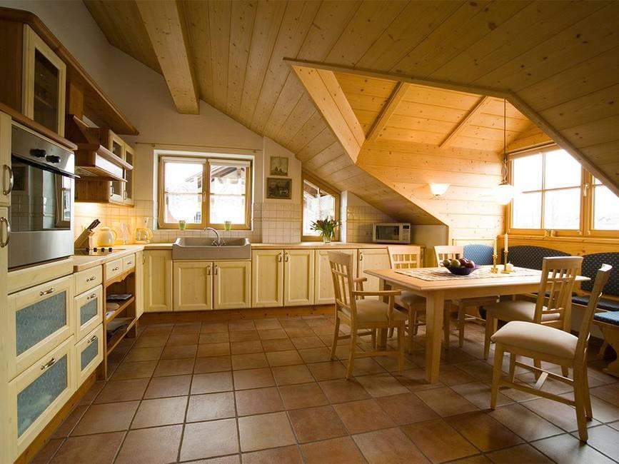Küche mit Dachgaube