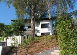 Blick auf das Haus von der Zufahrt