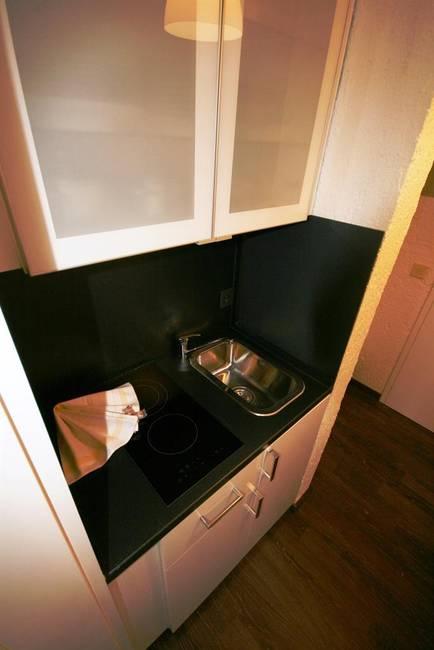 Kleine Küchenzeile im Gang