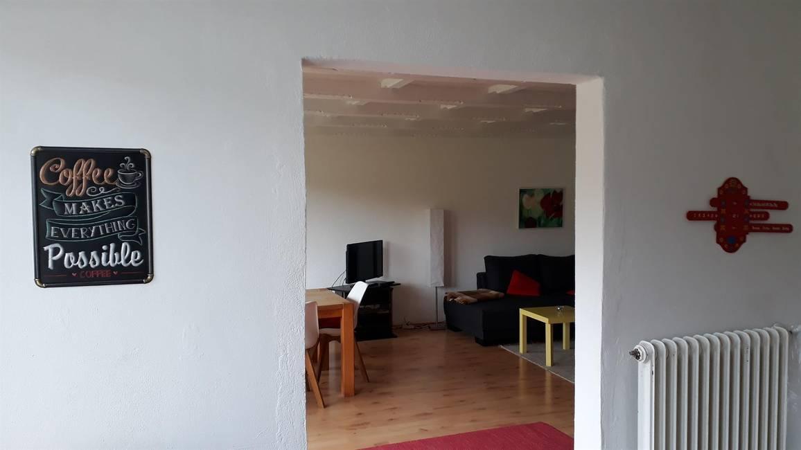 Blick von Küche in Wohn- und Esszimmer