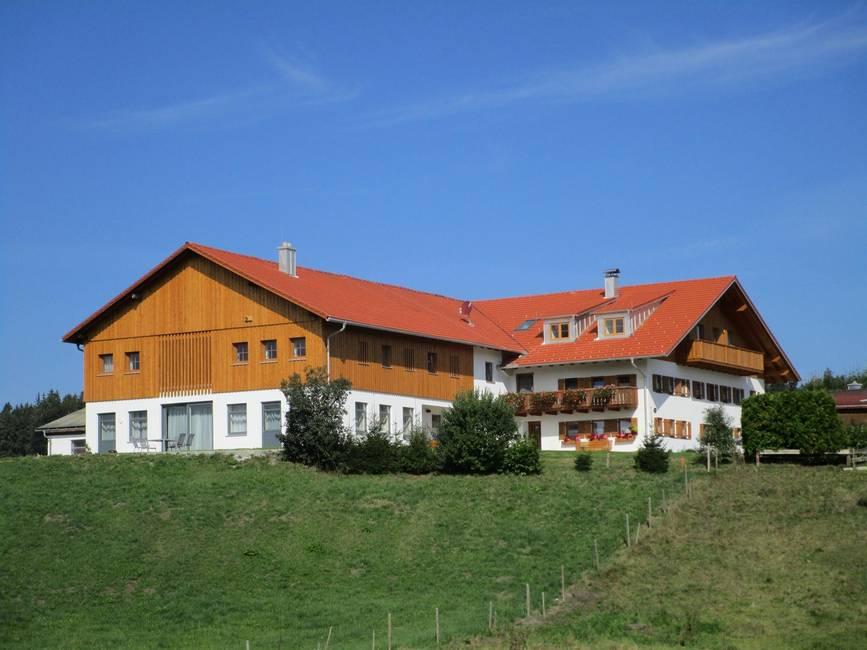 Hausansicht auf unsere neu umgebaute Wohnungen
