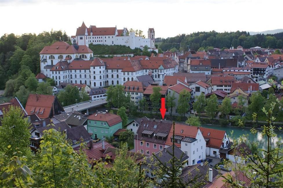 Haus hinter dem roten Gebäude, am Lech