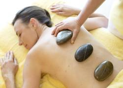 Wellness im Biohotel Eggensberger: LaStone-Massage