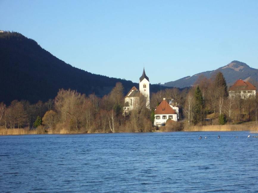 Blick nach Westen mit der  Kirche