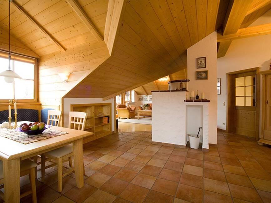 Blick von Küche ins Wohnzimmer