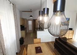 Wohnlounge & komfortable Küche mit Spülmaschine