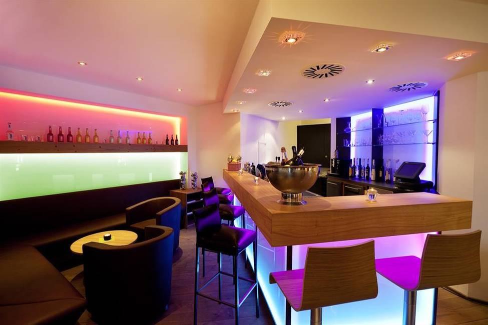 Alpenglühen-Bar im 4-Sterne Biohotel Eggensberger