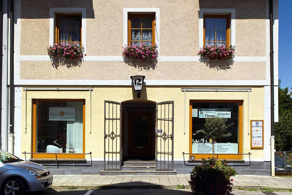 N°12 Haupteingang