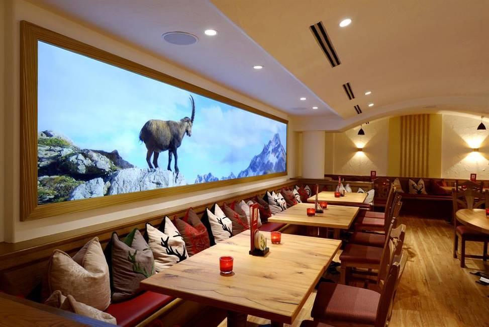 LUI'S Lounge & Bar
