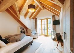 Schlafzimmer mit Dachgiebel