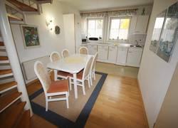 Essbereich mit angrenzende Küche