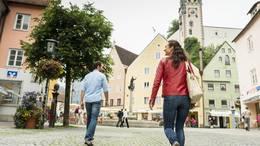 In der Historischen Füssener Altstadt können Sie gemütlich bummeln.