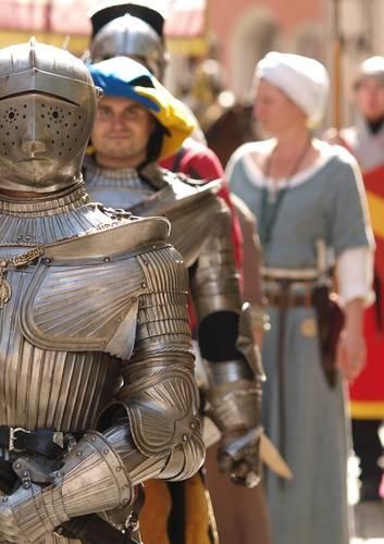 Kaiser Maximilian I., genannt der letzte Ritter, war seit 1486 deutscher König und seit 1508 Kaiser des heiligen römischen Reiches. Zeitweise hatte er seinen Regierungssitz nach Füssen im Allgäu verlegt und besuchte die Stadt regelmäßig, insgesamt bis zu 40 Mal.