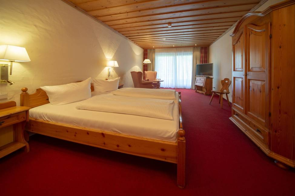 Doppelzimmer mit See- und Bergblick