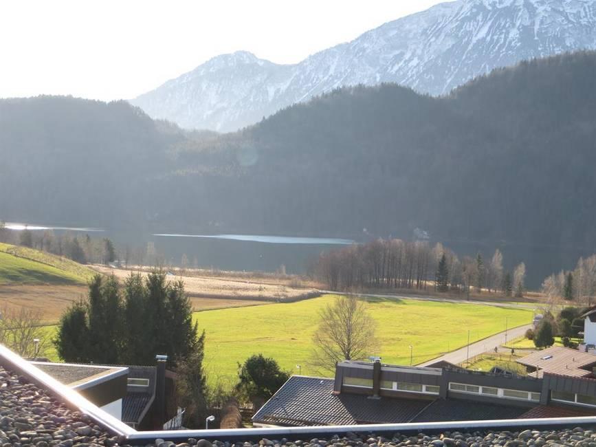 Blick von der Dachterasse auf den Weißensee