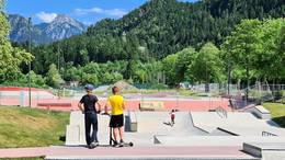 Seit März 2021 lief der barrierefreie Ausbau und die Erweiterung der Streetplaza und dem Kinderpumptrack des Skate- und Bikeparks Füssen. Nun sind die Bauarbeiten abgeschlossen.