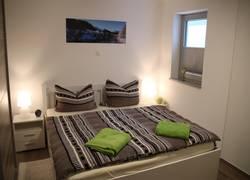 Schlafzimmer mit Tageslichtfenster/Kleiderschrank