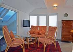 Bergwiese-Wohnbereich-TV