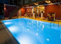 Hotel Sommer-Hallenbad am Abend