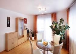 _wohnzimmer_1_klein_balkonseite_website