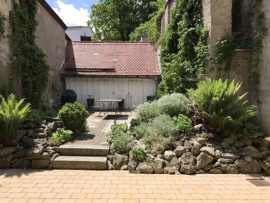 Altstadtgarten mit Stadel, Gasgrill, Möblierung...