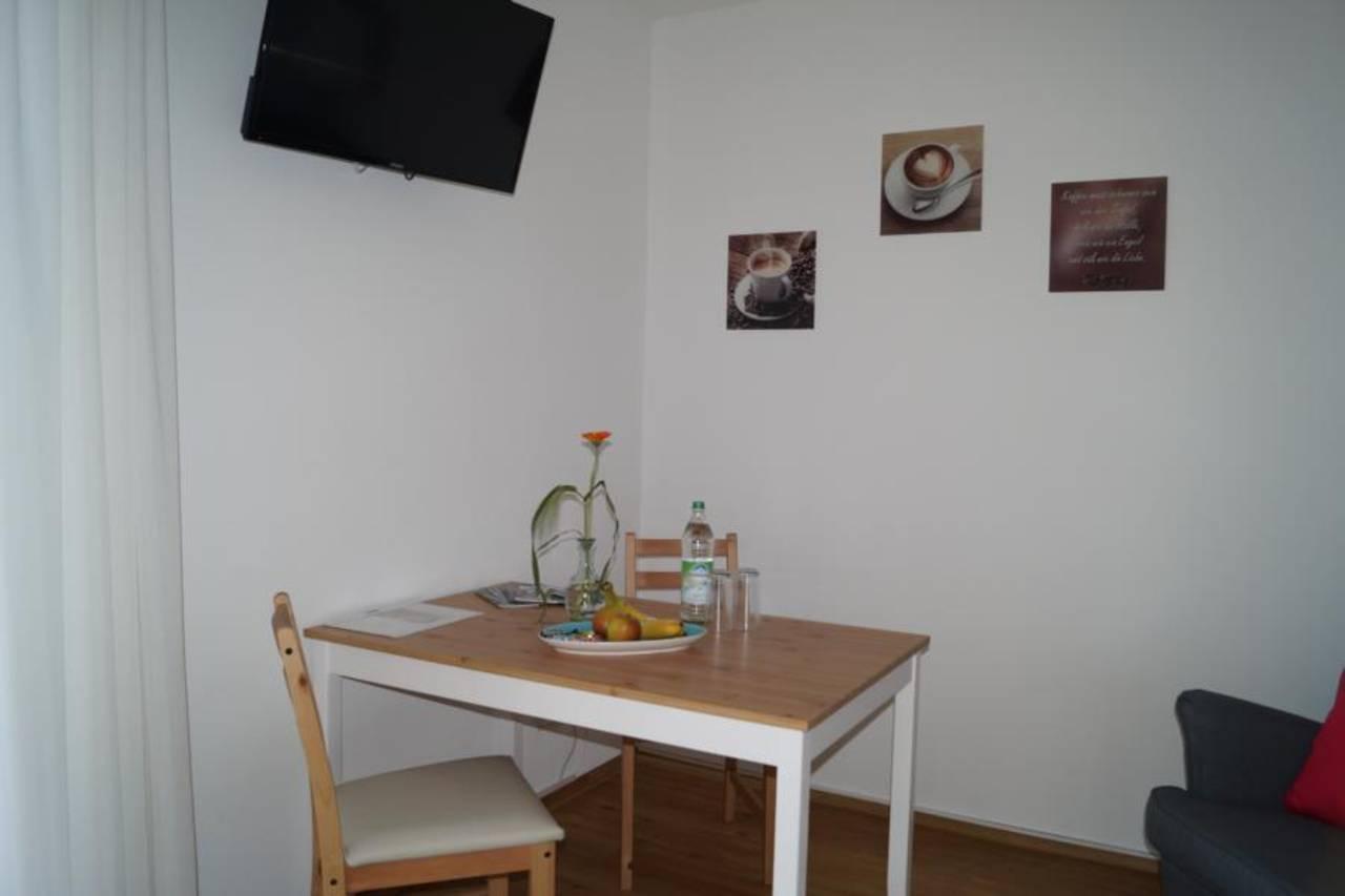 Wohnraum Tisch 3