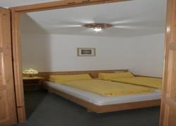 Whg. 2 - Schlafzimmer