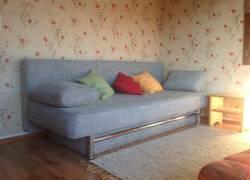 Schlafzimmer oben links mit ausziehbarer Couch