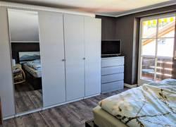 Schlafzimmer, Fernseher Schrank, Balkon