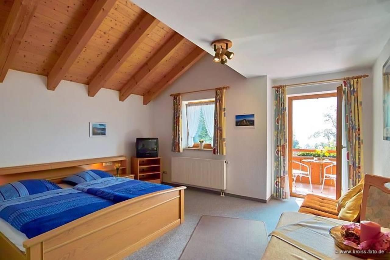 Zimmer_mit_Balkon_Zimmernummer_5