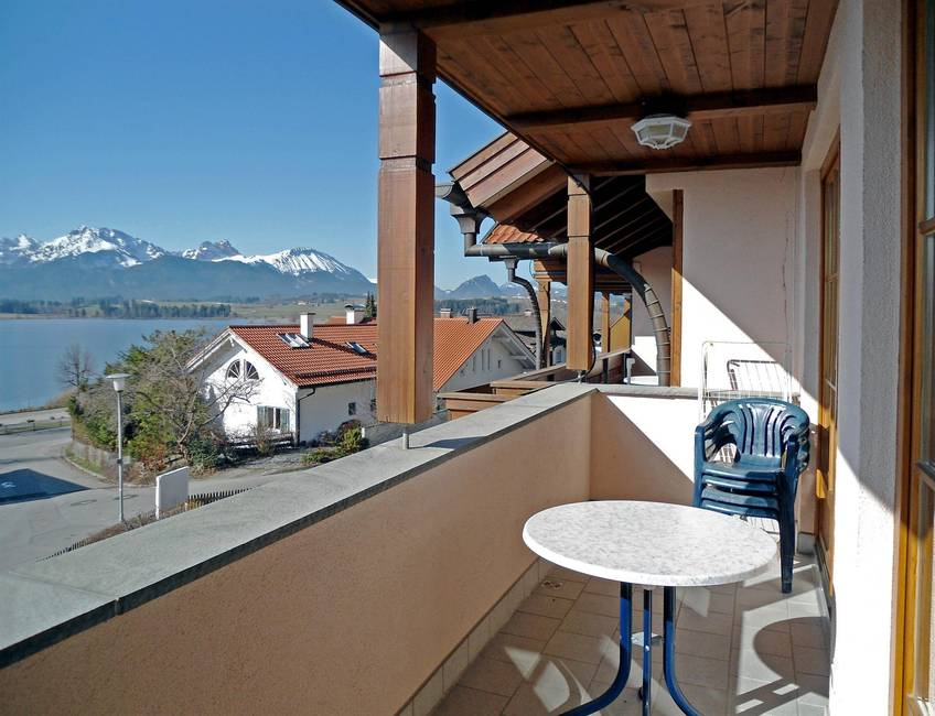 Balkon mit See/Bergblick