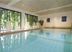 Schwimmbad mit Ausblick und Gegenstromanlage