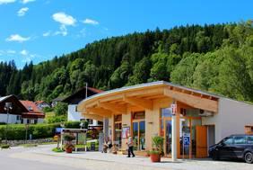 Kommen Sie in die einladende Tourist Information nach Hopfen am See und lassen Sie sich über Ihren Urlaub im Allgäu beraten.