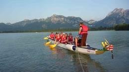 Drachenbootfahren auf dem Forggensee im Allgäu
