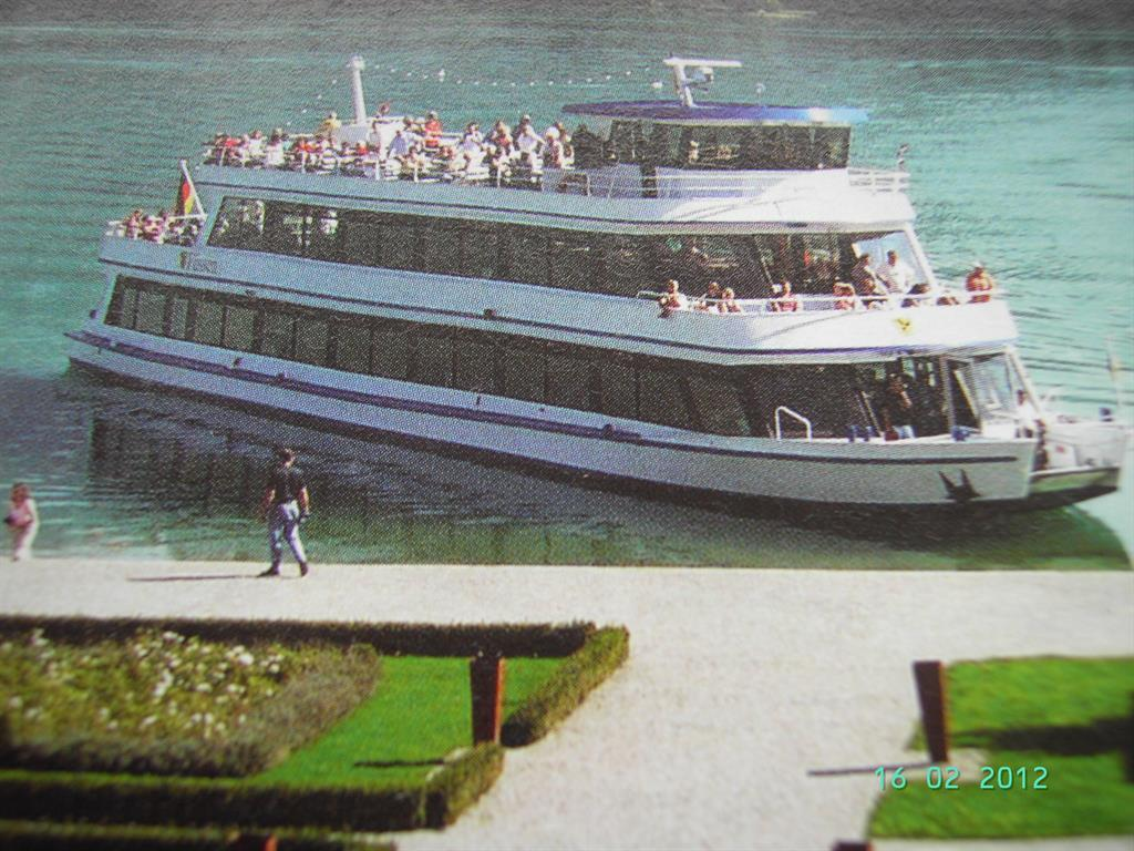 Bootsrundfahrt- Schiff im Sommer